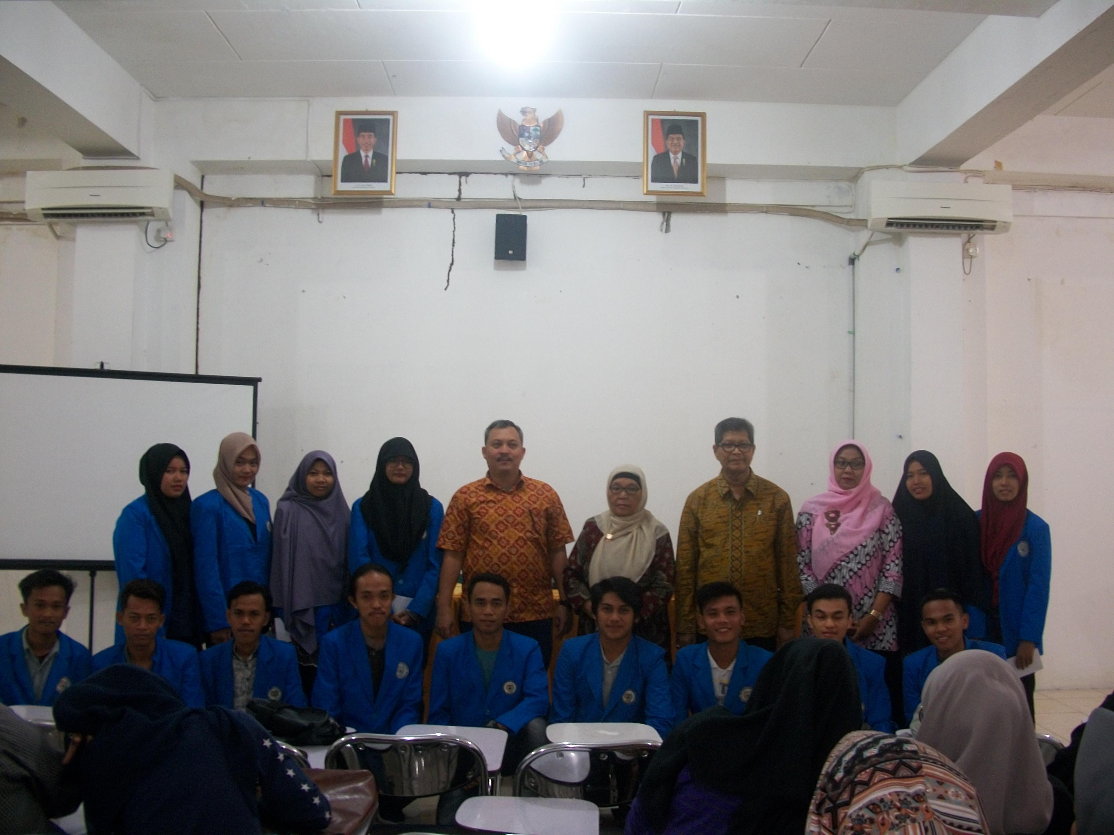 Penyerahan Beasiswa Yayasan Muhammad Yamin Padang