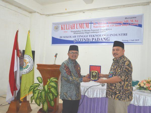 Kuliah Umum bersama Dr. Ikhwan Matondang, SH, M.Ag (Wakil Rektor III UIN Imam Bonjol Padang)