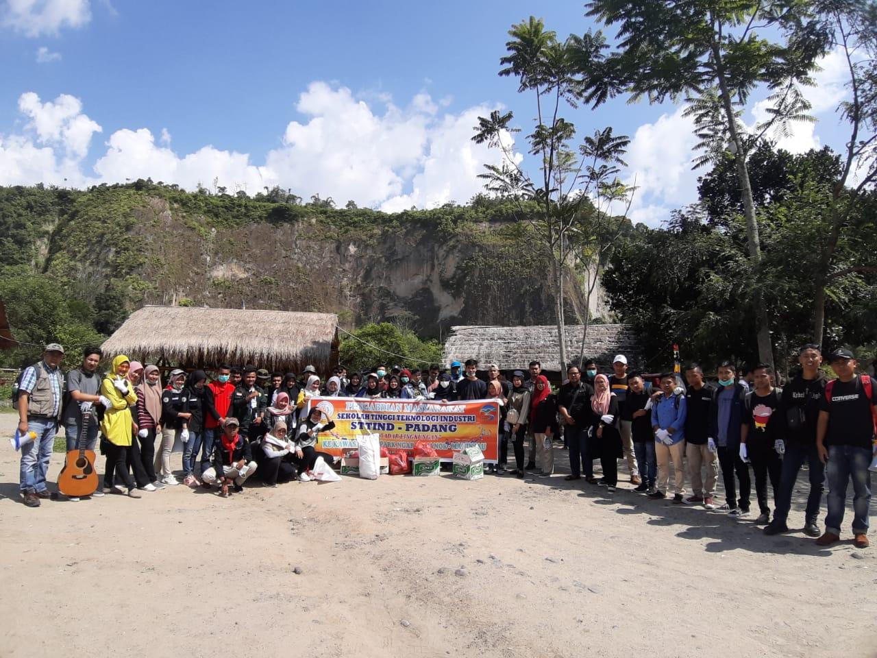 Pengabdian Masyarakat Sekolah Tinggi Teknologi Industri (STTIND) Padang Ke Kawasan Geopark Ngarai Sianok - Maninjau