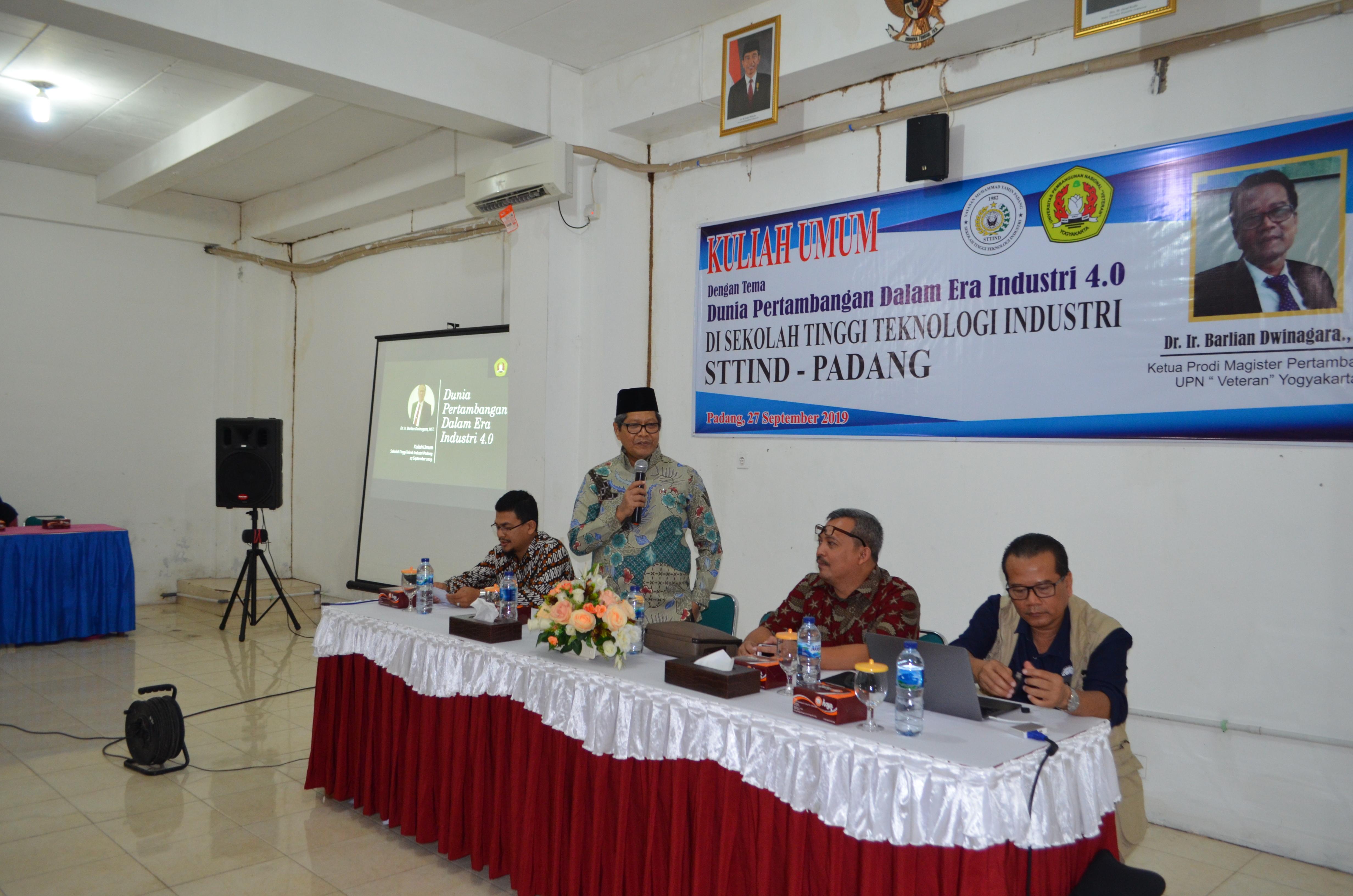 """Kuliah Umum Bersama Dr.Ir. Barlian Dwinagara.,MT """" Dunia Pertambangan Dalam Era Industri 4.0"""