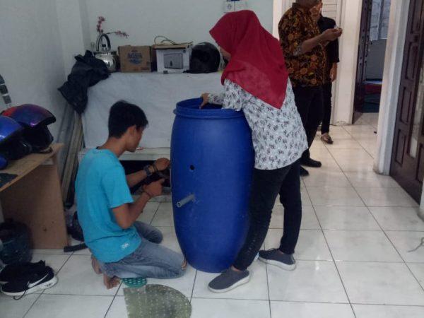 Pembuatan Komposter Aerob dan Anaerob oleh Mahasiswa STTIND Padang