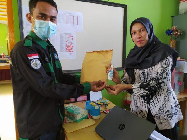 STTIND Padang Peduli Covid19 Bagikan 1000 Botol Handsanitizer dan Masker ke Sekolah