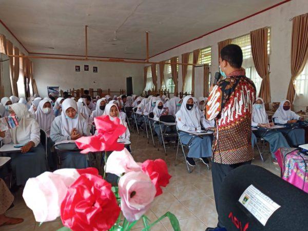Tim STTIND Peduli Covid-19 Kunjungi Sekolah di Solok Selatan